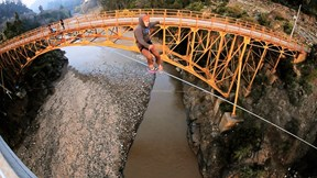 Two bridges, one slackline, crazy heights, ZERO VERTIGO | Slackline Adventures Chile, Ep. 2