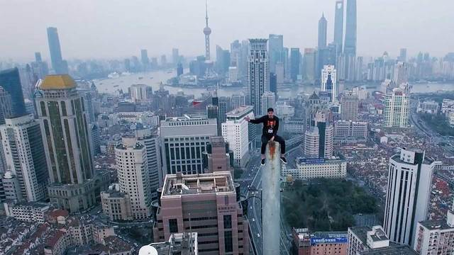 Peak Of Shanghai | This Guy's Not Scared Of Heights